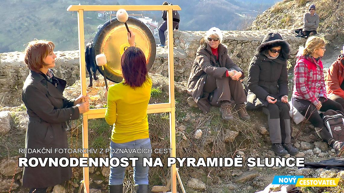 Jarní rovnodennost na pyramidě Slunce